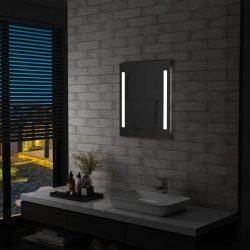 LED-es fürdőszobai falitükör polccal 50 x 70 cm